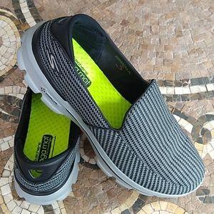 Skechers Go Walk 3 EUC